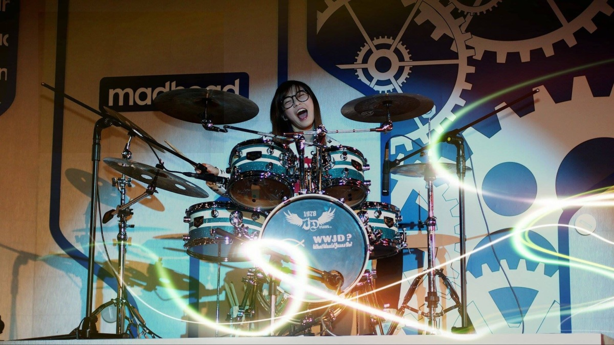 Taiwanese Drummer Girl S. White brings house down at Taipei Game Show 2016